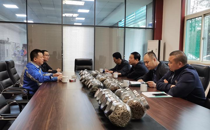 与集团总经理孙宁波及部门负责人座谈,就项目建设、环境影响、补贴政策等内容进行了探讨交流